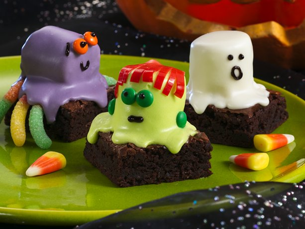 Halloween Cake Decorating Ideas. We've gathered some of our favorite recipes and decorating ideas so you can delight all your goblins and ghouls. Graveyard Cake for Halloween. Use any chocolate cake or brownie recipe to make this easy dessert. Cake Balls