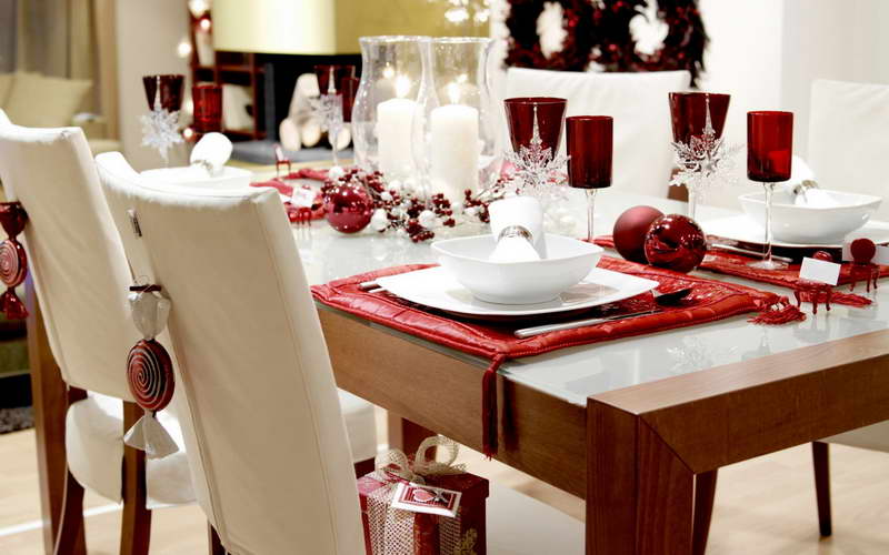 christmas table decoration ideas with red cloth - Cheap Christmas Table Decorations